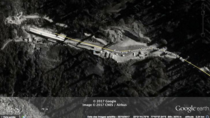 Le tunnel du col Rohtang La sur la route Manali-Leh.