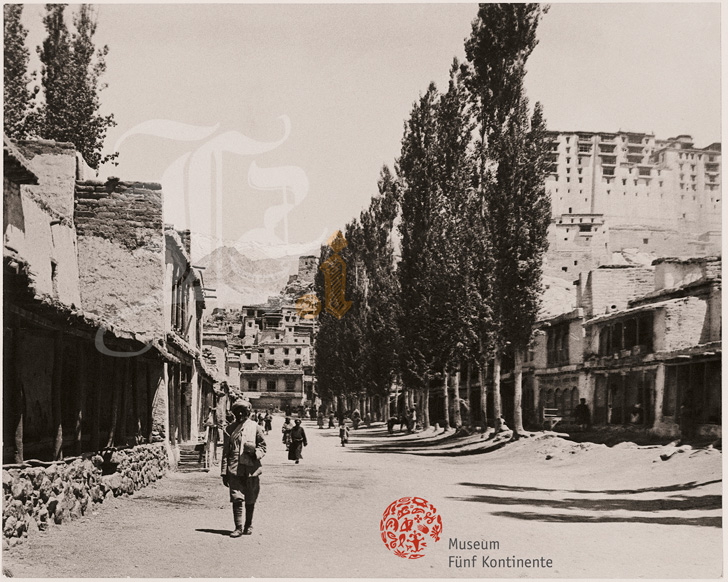 photo du Bazar de Leh en 1911, par Otto Honigmann